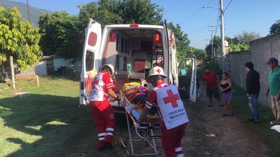 Motociclista se lesiona al estrellarse con barda en la Colonia Altavista de Victoria