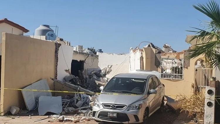 Explosión por acumulación de gas L.P. colapsa casa en Hermosillo, Sonora