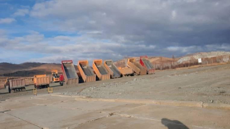 Los trabajadores de empresa minera de oro se declaran en huelga en Zabaikalie