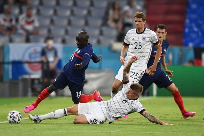 En futbol, Francia derrota a Alemania con un gol en propia puerta