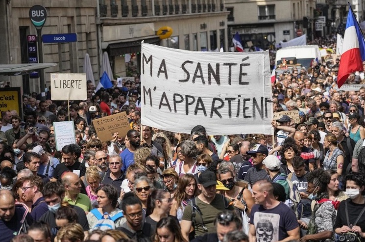 Cientos de miles protestan en Francia contra vacunaciones por la plandemia