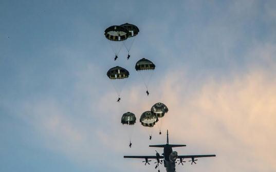 Ejercicios en Guam prueban los nuevos conceptos operativos del Ejército y la Fuerza Aérea