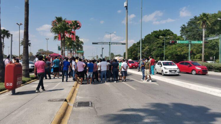 Protestan chóferes de Didi frente a Casa de Gobierno panista de Tamaulipas por decomiso ilegal de unidades