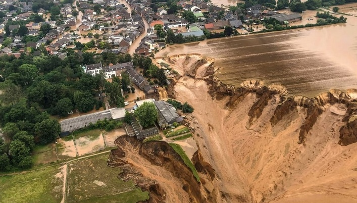 Por inundaciones repentinas en Suiza, 60 mil  personas viven en zonas rojas