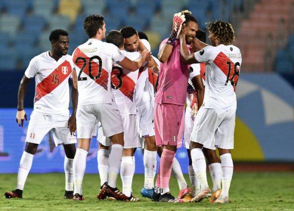 En futbol, Perú le gana a Colombia y Santiago Ormeño debuta con victoria