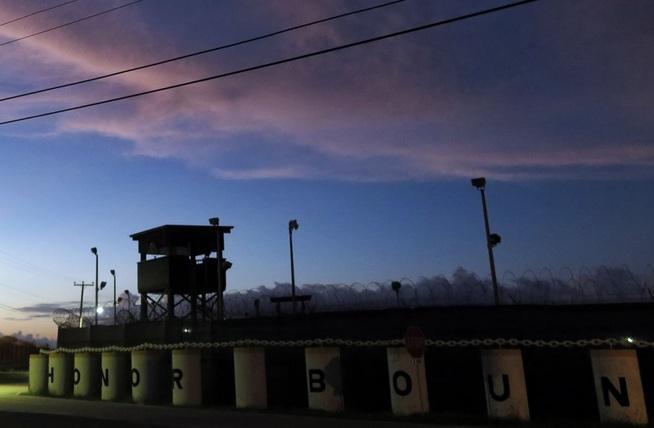 Buscan contratista para administrar centro de detención de migrantes en Guantánamo