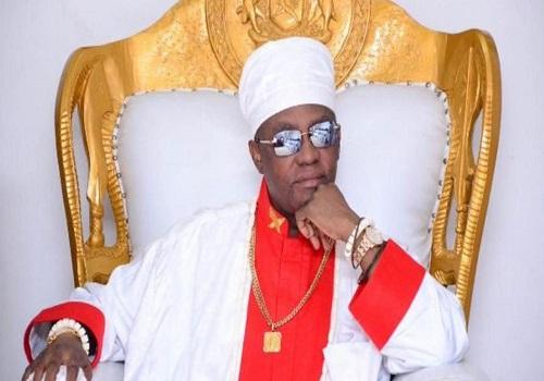 Oba de Benín, suspende al jefe por presunto acaparamiento de tierras