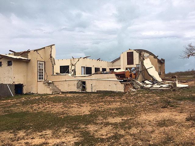 En Anguila, los adventistas inician la reconstrucción de la iglesia destruida por huracán
