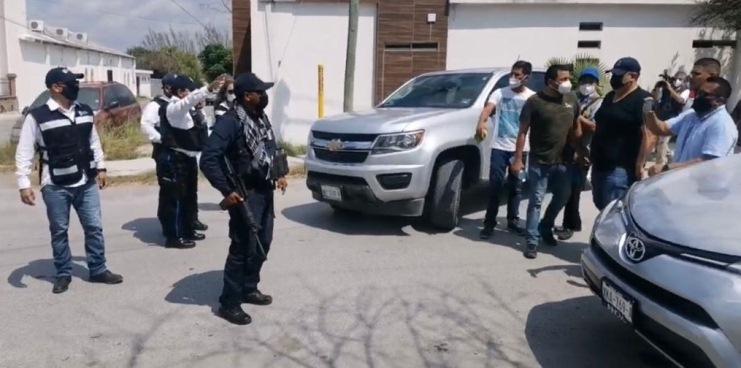 A golpes recuperan autos decomisados por la Gubernatura panista en Matamoros, Tamaulipas