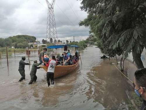 Lluvias torrenciales dejan un muerto y 2 desaparecidos en Querétaro
