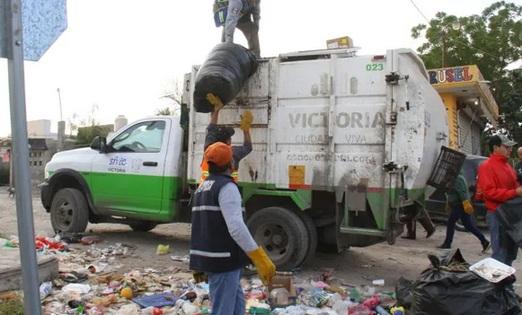 Alcaldía de Morena en Victoria, deja sin pago de horas extras a trabajadores de limpieza